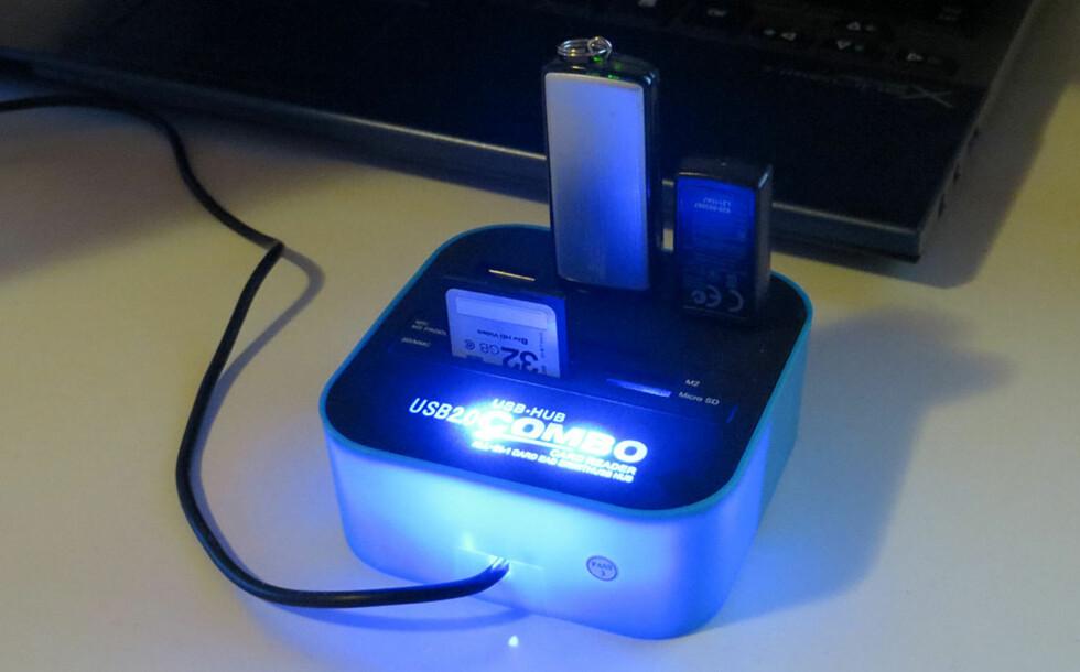 USB-HUB Combo: Kortleser og USB-porter i ett