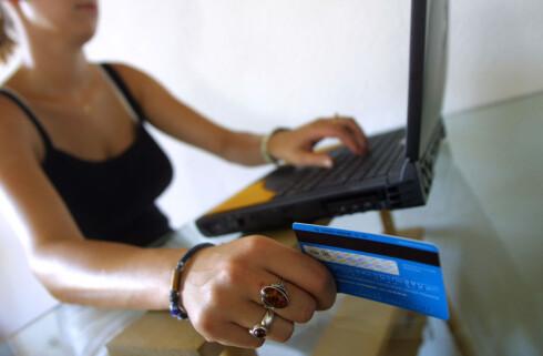 TRYGGEST: Det beste er å betale med kredittkort som Mastercard når du handler på nett. Men du er til en viss grad også sikret ved bruk av debetkort som Visa.  Foto: Colourbox.com