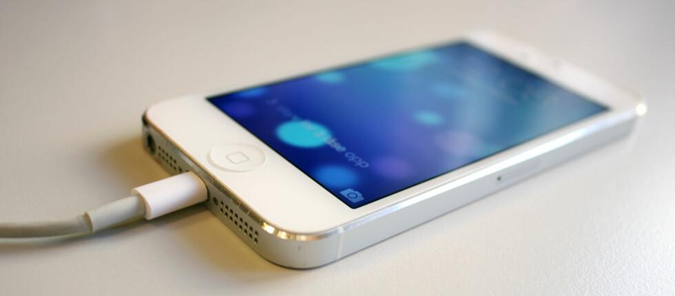 NY PROGRAMVARE: Synes du at din iPhone eller iPad går fortere tom for strøm etter iOS 7-oppdateringen? Det kan være flere grunner til det.  Foto: Kirsti Østvang