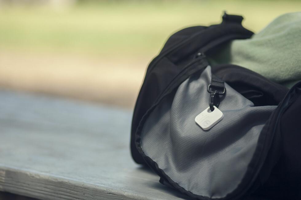 Hender det ofte du glemmer hvor treningsbagen din er? Den hvite lille brikken kan antagelig hjelpe deg. Foto: Matt Perko/Tile