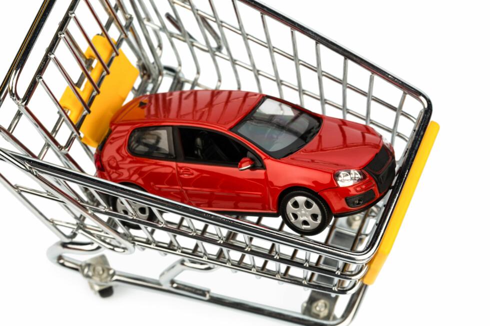 Hvis du er på jakt etter ny bil, bør du sjekke om leasing lønner seg før du signerer kjøpskontrakten.  Foto: Colourbox