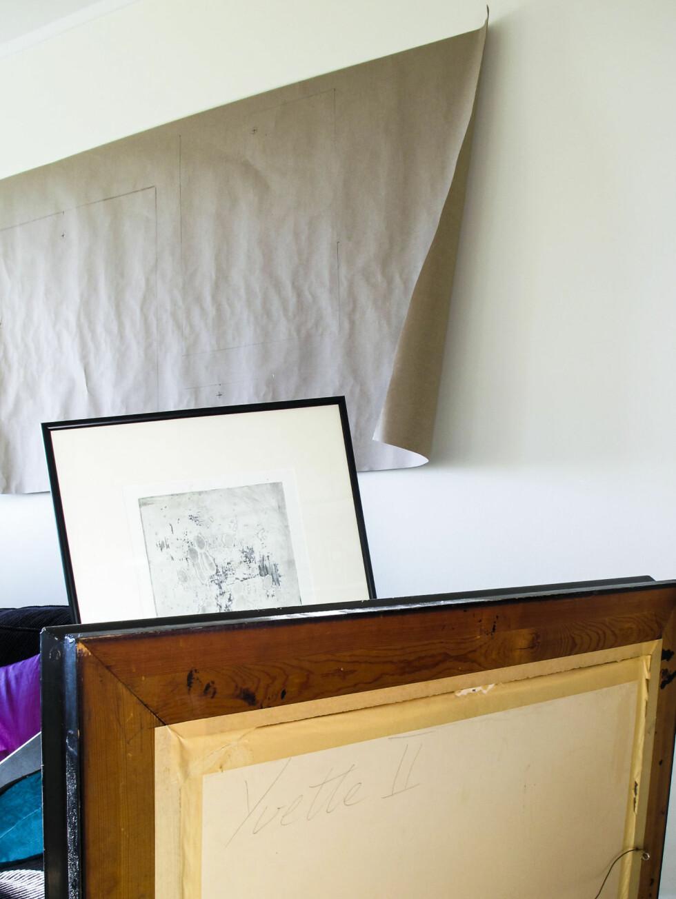 Henger bildet i en vaier, er det mulig å justere i etterkant, men det enkleste er å markere - først bakpå selve bildet - og så på arket.  Foto: Per Ervland