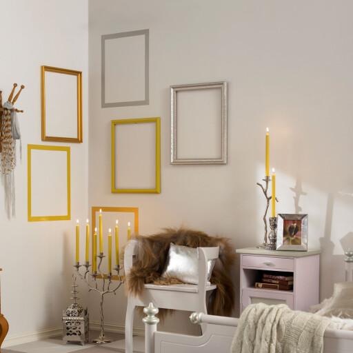 Ikke noe å ha på veggen? Her er det hengt opp tomme rammer, samt jukset litt med farget washi-tape.  Foto: Ifi.no