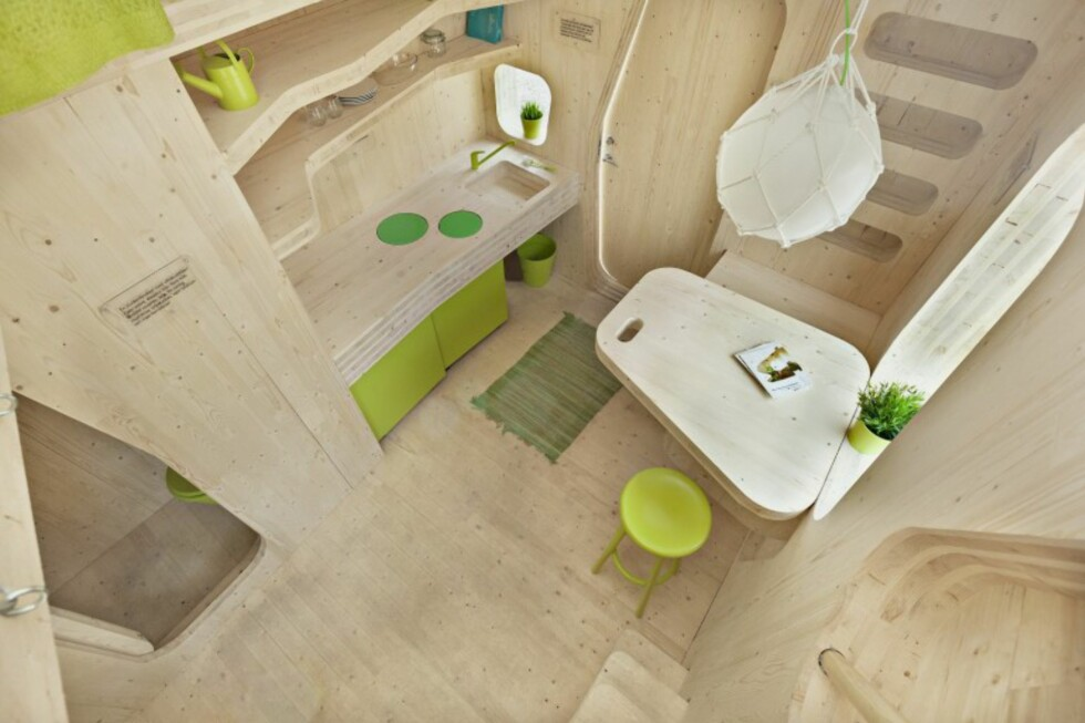 FUGLEPERSPEKTIV: Her ser du kjøkken og spisebord. Foto: Tengbom