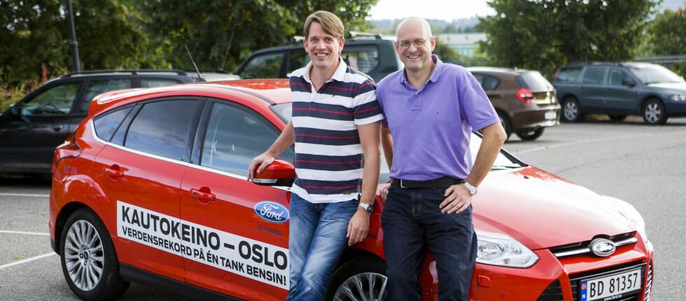 Henrik Borchgrevink (til venstre) og Knut Wilthil har kjørt Kautokeino-Oslo på en tank, og dermed satt verdensrekord i økonomikjøring. Foto: Per Ervland