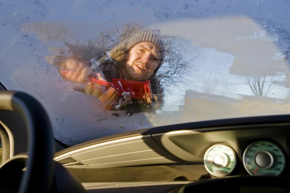RIM PÅ RUTENE: Selv i plussgrader risikerer du at bilrutene fryser til. Foto: Colourbox.com
