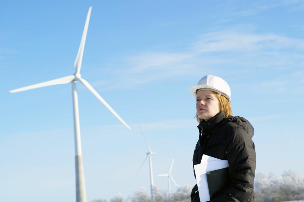 Fremtidens energibehov må dekkes av fornybare ressurser som sol, vind og vann. Ingeniører andre med kompetanse på fornybar energi bør dermed bli attraktive på arbeidsmarkedet i tiden fremover.  Foto: Colourbox