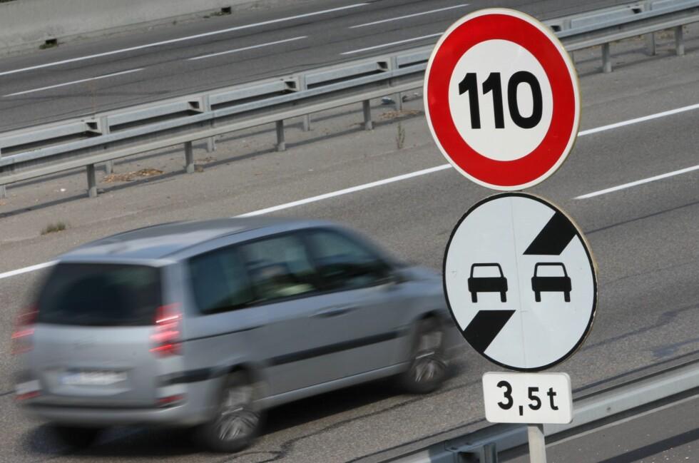 EU vil gjøre det vanskelig for deg å kjøre over fartsgrensen. Foto: COLOURBOX.COM