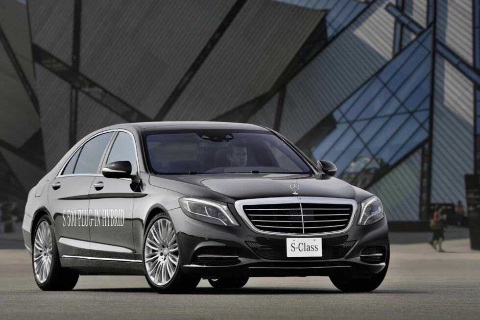 Bortsett fra at det står skrevet på bilens side er det ingenting som forteller oss at dette er en ladbar Mercedes S-klasse. Foto: Daimler