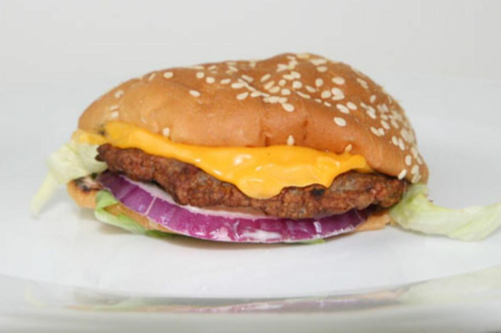 Ville du blitt fristet av denne? Ikke alle hamburgere er fullt så fristende i virkeligheten som i markedsføringen. Foto: Berit B. Njarga