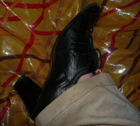 <strong>Når man ikke kan kjøpe noe nytt:</strong> På fest i 100 år gamle sko. Funker det også.  Foto: Privat