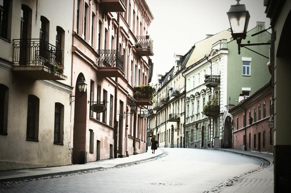 <strong><b>Hyggelig:</strong></b> Foruten om fortauskafeer med rimelig mat og drikke, kan besøkende i Vilnius hygge seg i en svært koselig gamleby.  Foto: COLOURBOX