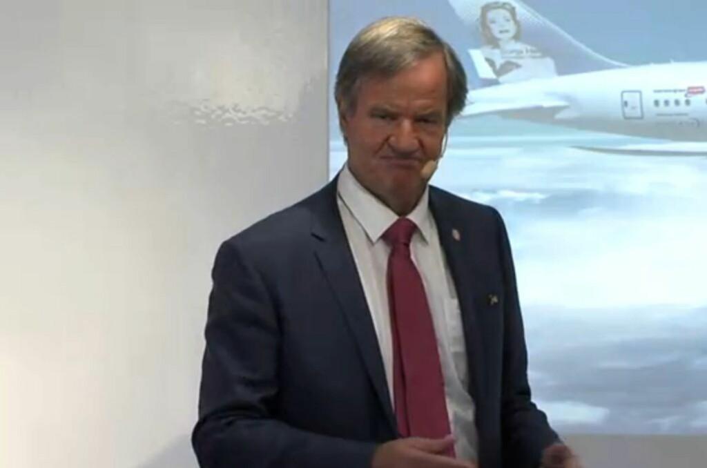 Bjørn Kjos på pressekonferansen i Stockholm. Foto: Norwegian