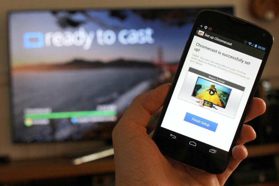 """ENKELT: Du kan sette opp Chromecast på få minutter, og få """"Ready to cast"""" på TV-en.  Foto: OLE PETTER BAUGERØD STOKKE"""