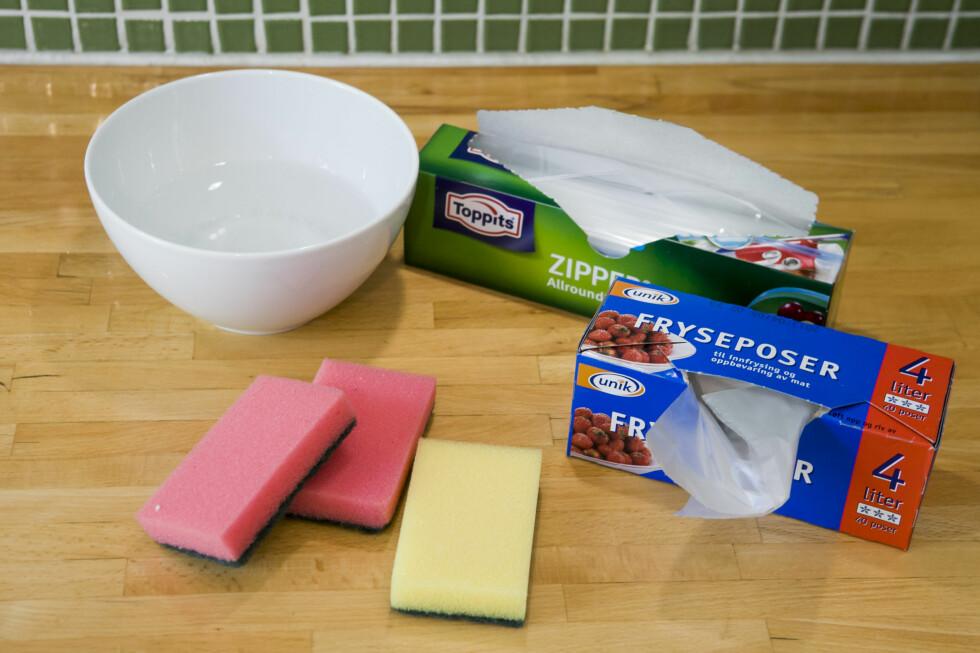 Alt du trenger for å lage ditt eget kjøleelement, og litt til: Vann, svamp og en pose. Se hvordan - trinn for trinn - nederst i artikkelen.  Foto: Per Ervland