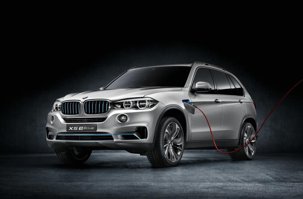 Nå tar de skrittet fullt ut: Nye BMW X5 blir ladbar og kan kjøres elektrisk. Her kombineres firehjulsdriften (xDrive) og eldriften (eDrive)for første gang. Foto: BMW