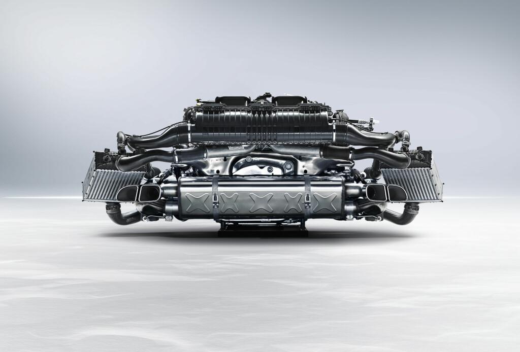Motoren er et kunstverk som få får se noe til.  Foto: Porsche