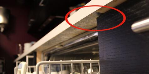 image: En av to benkeplater i laminat holder ikke mål