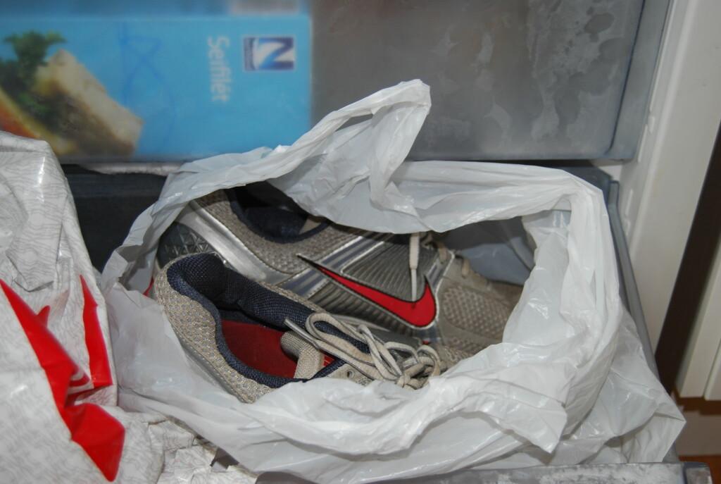BARE TULL: Bakteriene kommer til å live igjen etter at skoene er tint.   Foto: Thomas Strzelecki