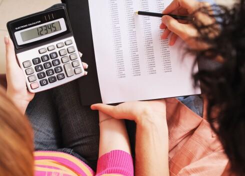 Det er mye nyttig informasjon i nedbetalingsplanen. Studér den nøye før du signerer lånepapirene. Foto: PantherMedia