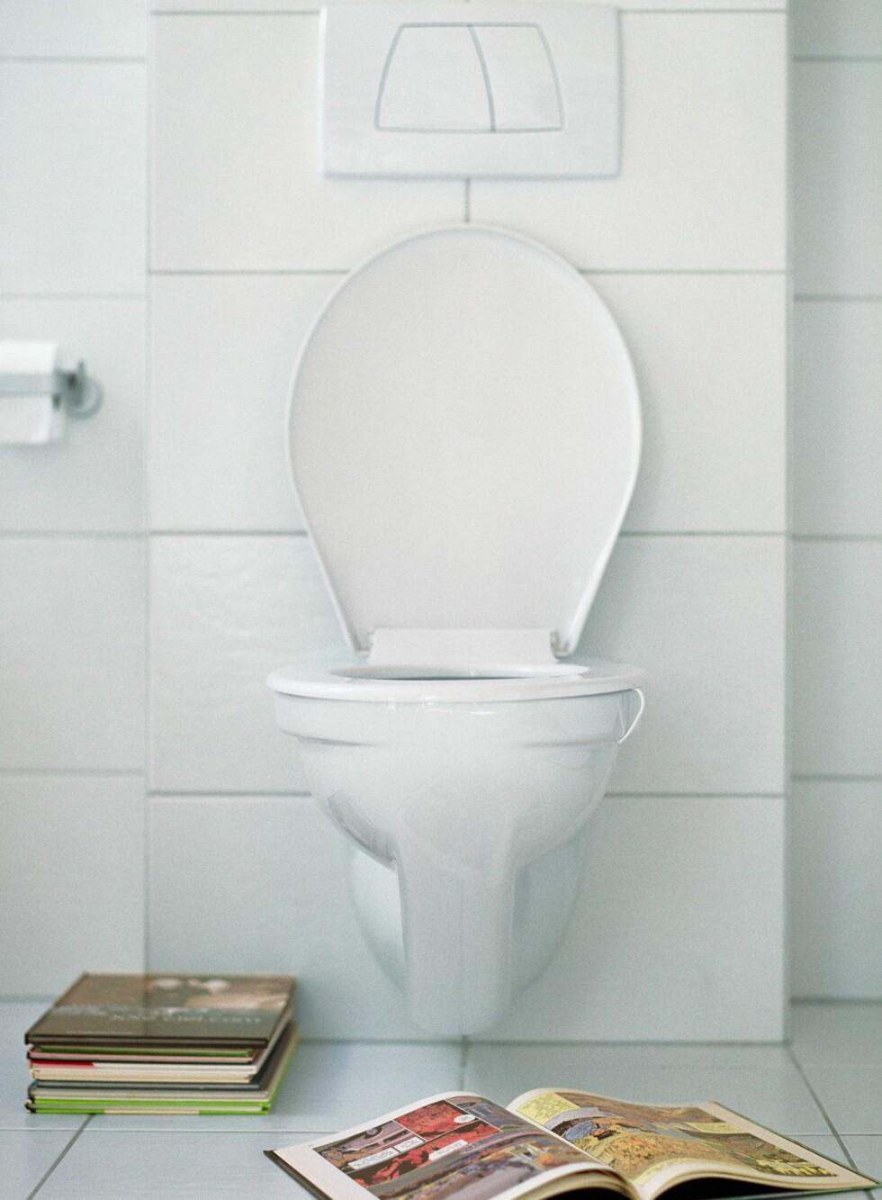Vegghengte toaletter er ikke bare dyrere å installere, de går oftere og fortere i stykker enn gulvstående.  Foto: colourbox.com