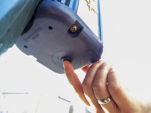 AVSLØRT: DinSide har allerede fortalt om denne hemmelige knappen, som sitter under boksene.  Foto: Per Ervland