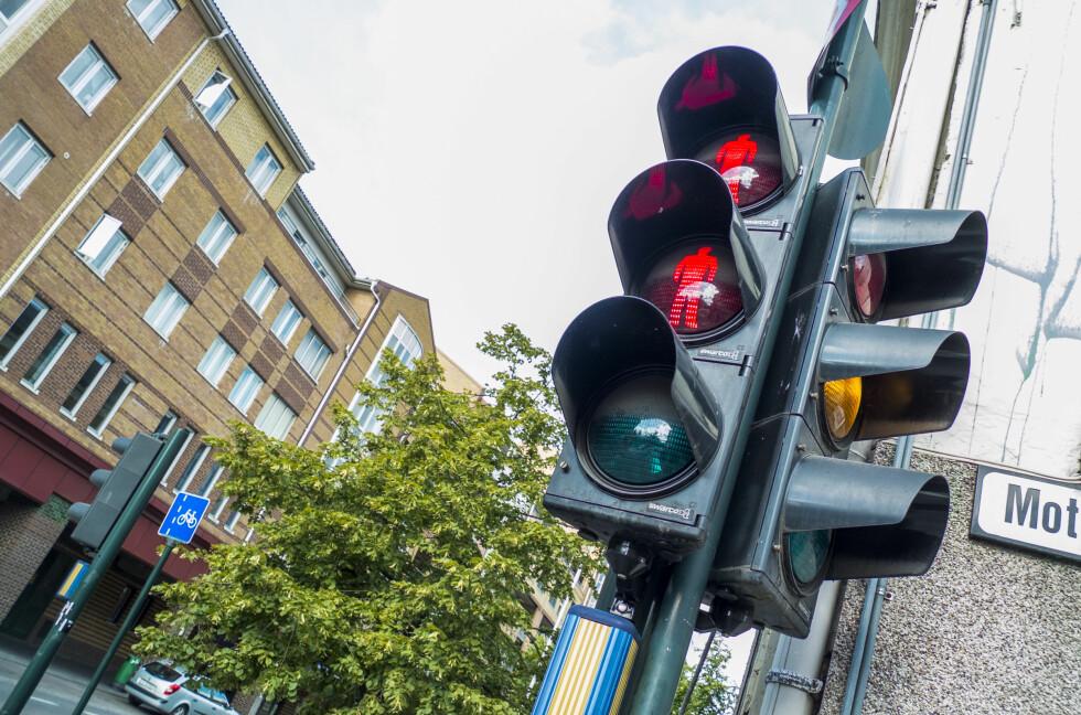 TO RØDE MENN: Blant annet i Oslo ser man mange steder to røde menn, og én grønn. Det ble innført da lysene brukte lyspærer med kortere levetid.  Foto: Per Ervland