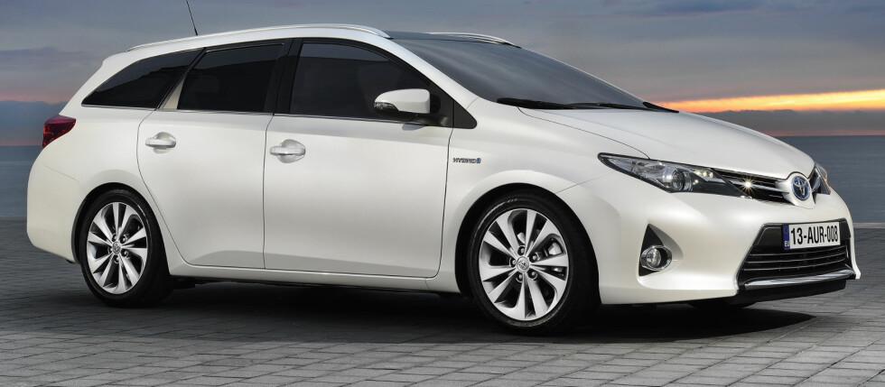 NY TOYOTA: Hybrid-stasjonsvogn? Ja, det er nettopp det Toyota kommer med i august. Foto: Toyota