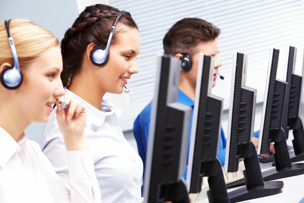 Det er ikke sikkert du trenger å ringe dem. Flere kundesentre tilbyr en helt gratis chat-løsning. Foto: Colourbox