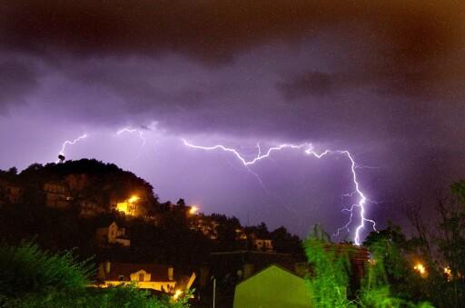 Er du - og boligen - forberedt på flere tordenstormer? Foto: colourbox.com