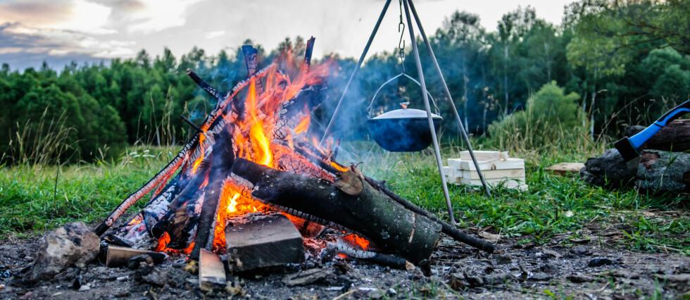 Det er innført forbud mot bruk av faste godkjente bålplasser i Oslo og andre steder på Østlandet. Det innføres også forbud mot bruk av engangsgriller i skog og mark. Foto: Colourbox