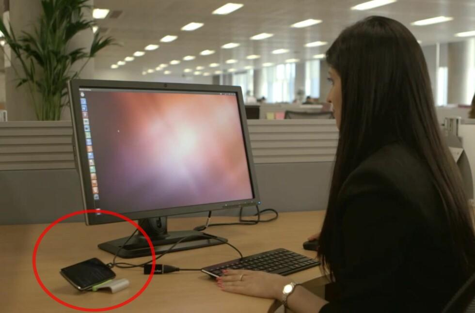 Snart vil du kunne koble mobilen til skjerm, tastatur og mus, og bruke den som om det var en stasjonær PC. Går alt etter planen vil det første eksempelet være i salg om under ett år. Foto: Canonical