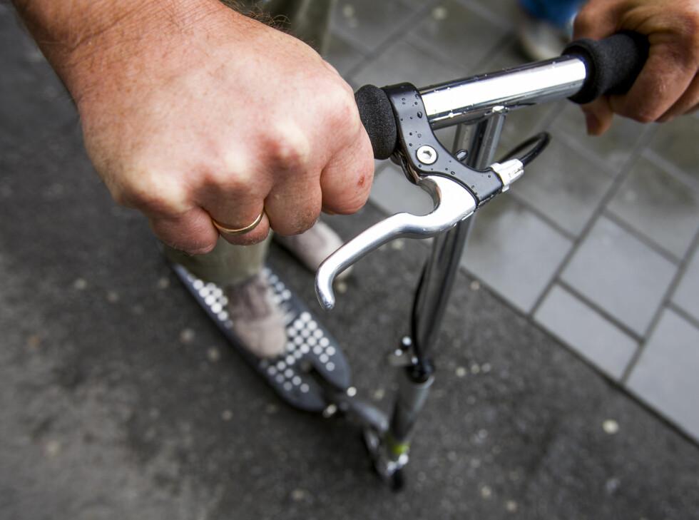 EN SJELDENHET: Få sparkesykler har brems både foran og bak.  Foto: Per Ervland