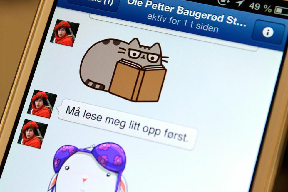 DinSides tegneserie-entusiast Ole Petter Baugerød Stokke er en stor fan av Facebooks nye kattefunksjon, eh, chattefunksjon. Er du det også? Foto: KIRSTI ØSTVANG