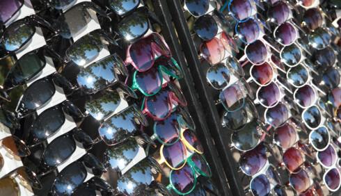 Briller fra typiske gateutsalg trenger ikke gi dårligere UV-beskyttelse enn dyre merkebriller. Foto: Colourbox.com