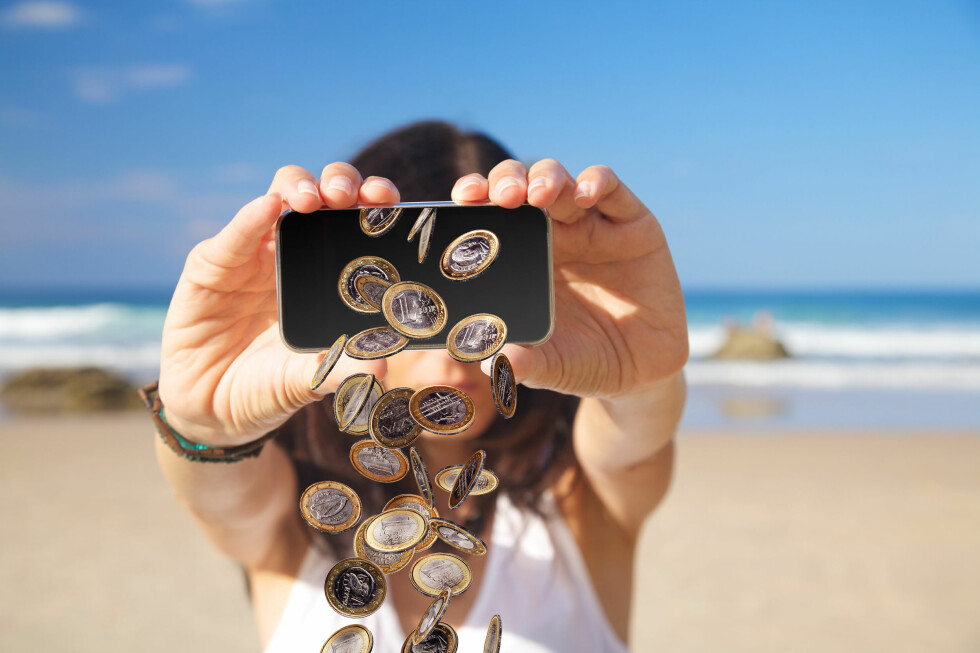 Er du i feil land kan feriebudsjettet fort gå i minus etter litt mobilsurfing. Foto: Colourbox/All Over Press