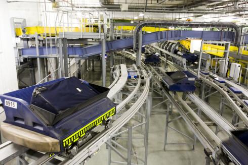 Bagtrax: Her fraktes kofferter og bager på skinner, i hver sin vogn.   Foto: Per Ervland