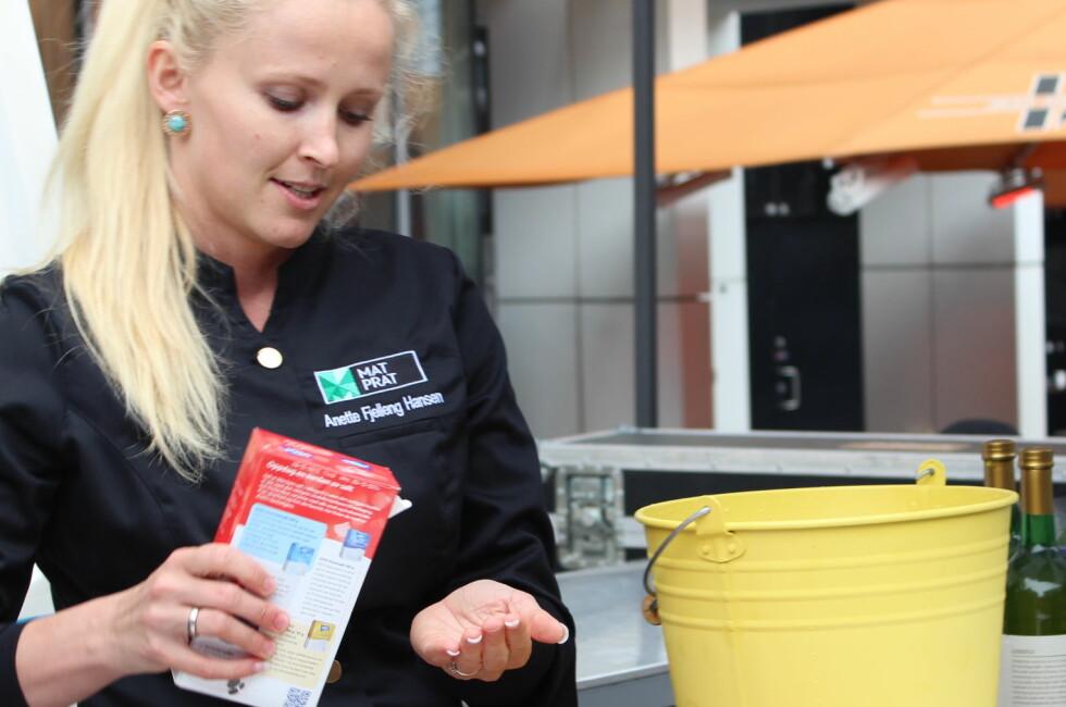 En neve salt til en bøtte er omtrent passe, ifølge Anette Fjelleng Hansen fra Matprats sommertrikspatrulje. Foto: ELISABETH DALSEG
