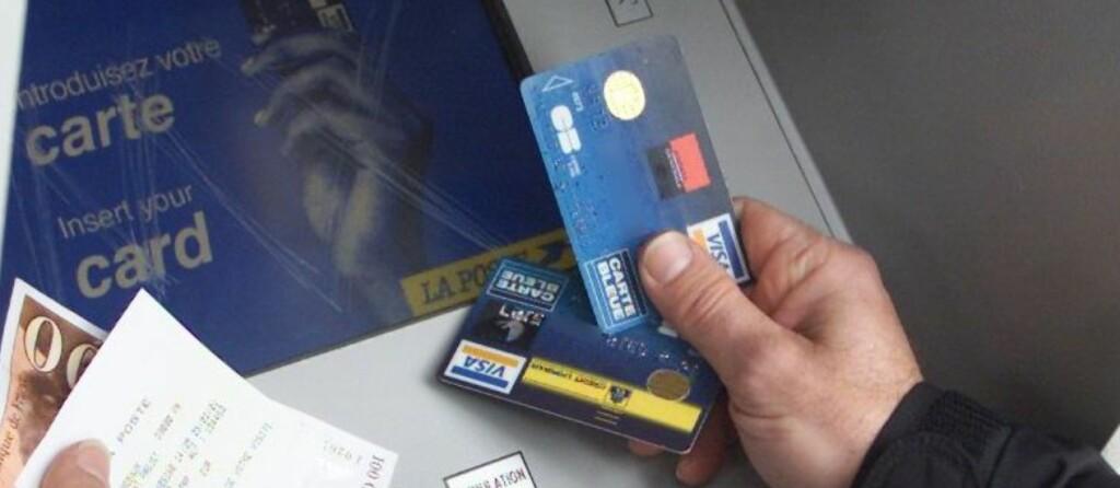 Smart å ta med både bankkort og kredittkort, men oppbevar dem gjerne hver for seg, og bruk dem på riktig sted. Foto: Colourbox.com
