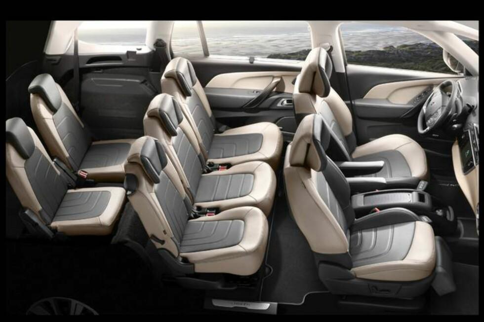 Fem seter for voksne, to for barn - klassisk 5+2-konfigurasjon i nye Citroën Grand C4 Picasso. Produsenten selv hevder at bilen har best plass i klassen både på rad 2 og 3. Foto: Citroën