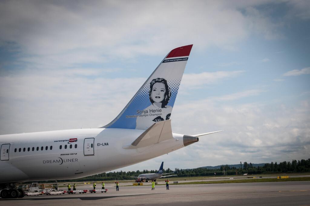 Det er Sonja Henie som har fått æren av å pryde Dreamlinerens hale. Foto: Gaute Beckett Holmslet