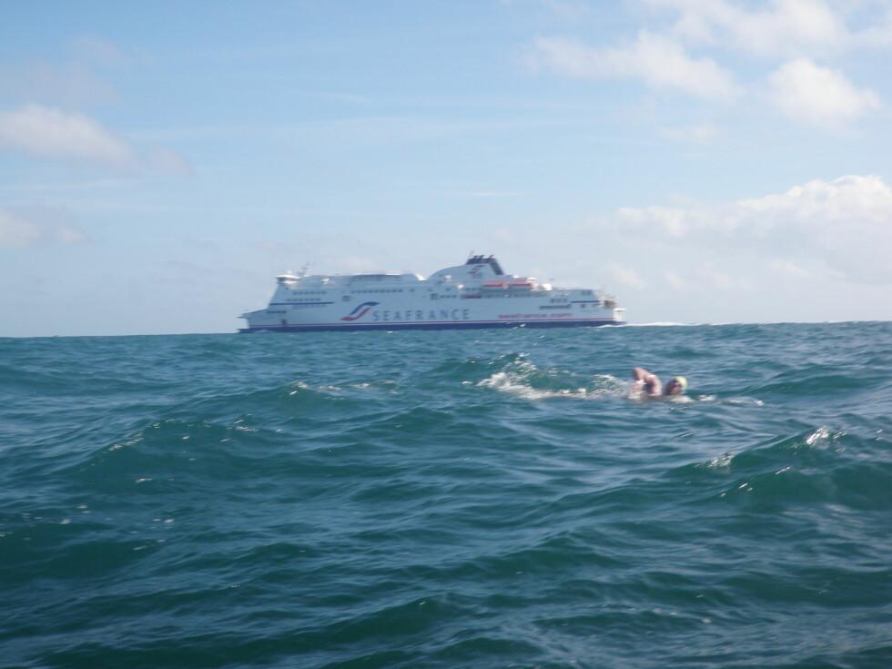 BEINHARDT: Vikra brukte 13 timer og 58 minutter på å svømme de 34 kilometerne over Den engelske kanal.  Foto: svomforlivet.no