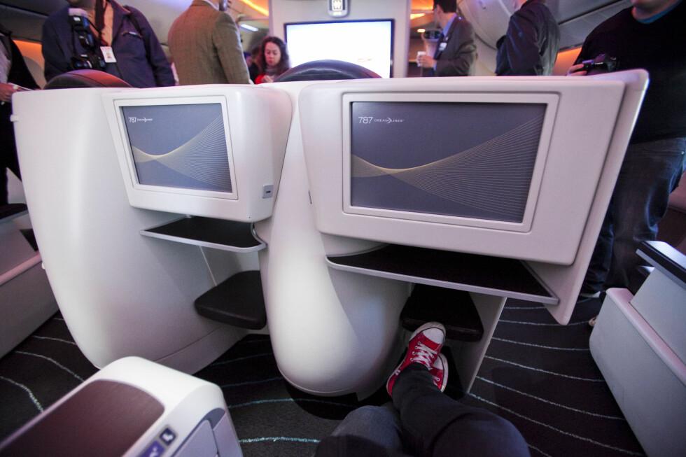 Fine, store tv-skjermer var det også helt fremst i flyet. Foto: Per Ervland