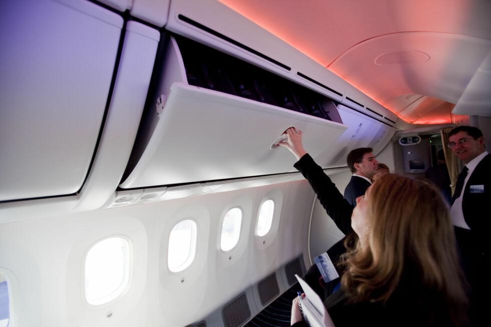 Hattehyllen er rundere i kanten, som også gjør at flypersonalet lettere hører hva passasjerer ved vindusplassen sier. Foto: Per Ervland