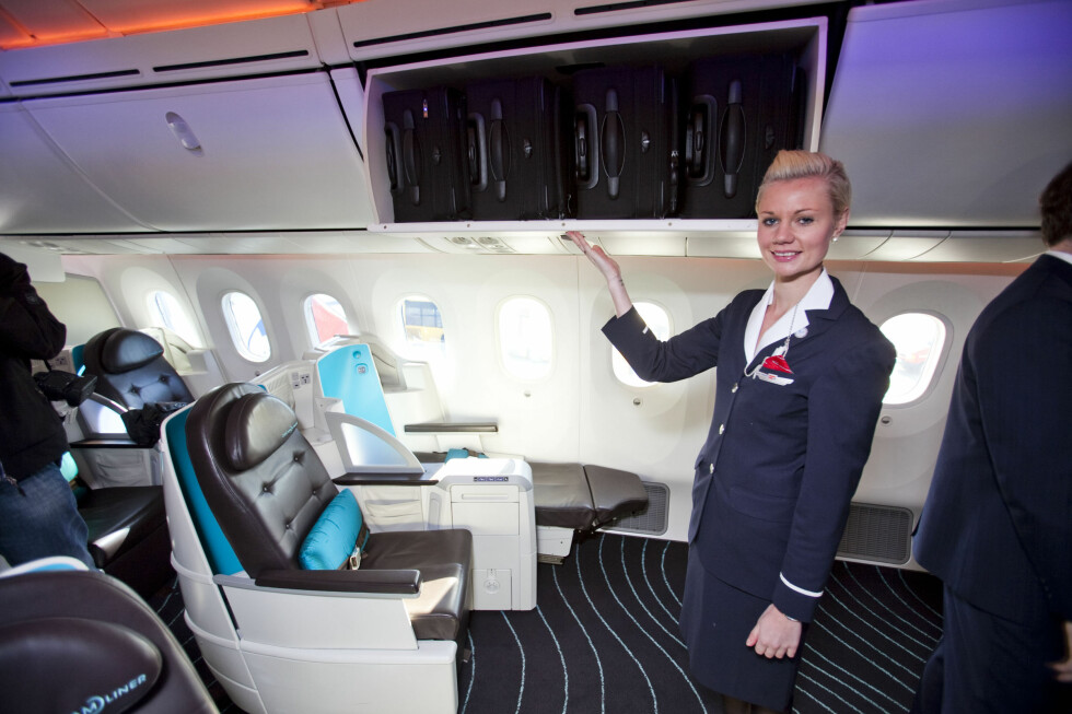 Boeing har også doblet kapasiteten på hattehyllen, og designet den slik at passasjerer skal slippe å slå hodet i den.  Foto: Per Ervland