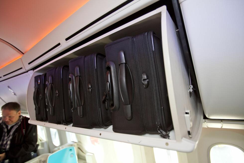 På first class er det ekstra god håndbagasjeplass.  Foto: Per Ervland