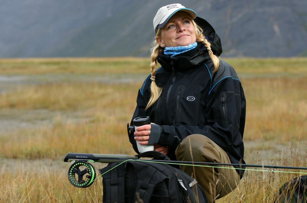 NOE FOR HØSTENS FLUEFISKE? Her ser du Anne Engholm ta seg en pause imellom kastene med en Free-flex.  Foto: Arctic Silver