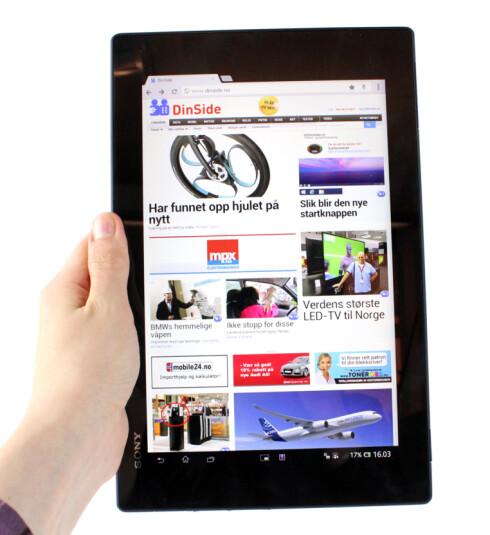 Det føles litt rart å lese nettsider med Tablet Z på høykant. Men for all del, det duger mer enn nok. Foto: Kirsti Østvang