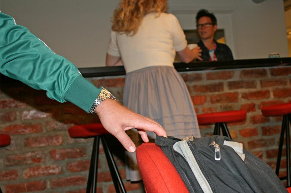 PASS PÅ: Er du uoppmerksom, kan du fort oppleve at noen har stukket av med vesken din uten at du merket det.  Foto: Berit B. Njarga