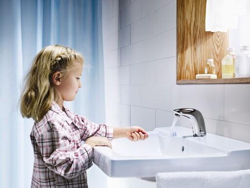 Fotocellestyrte kraner er på vei inn i private hjem - ikke bare på offentlige toaletter. Foto: Produsenten